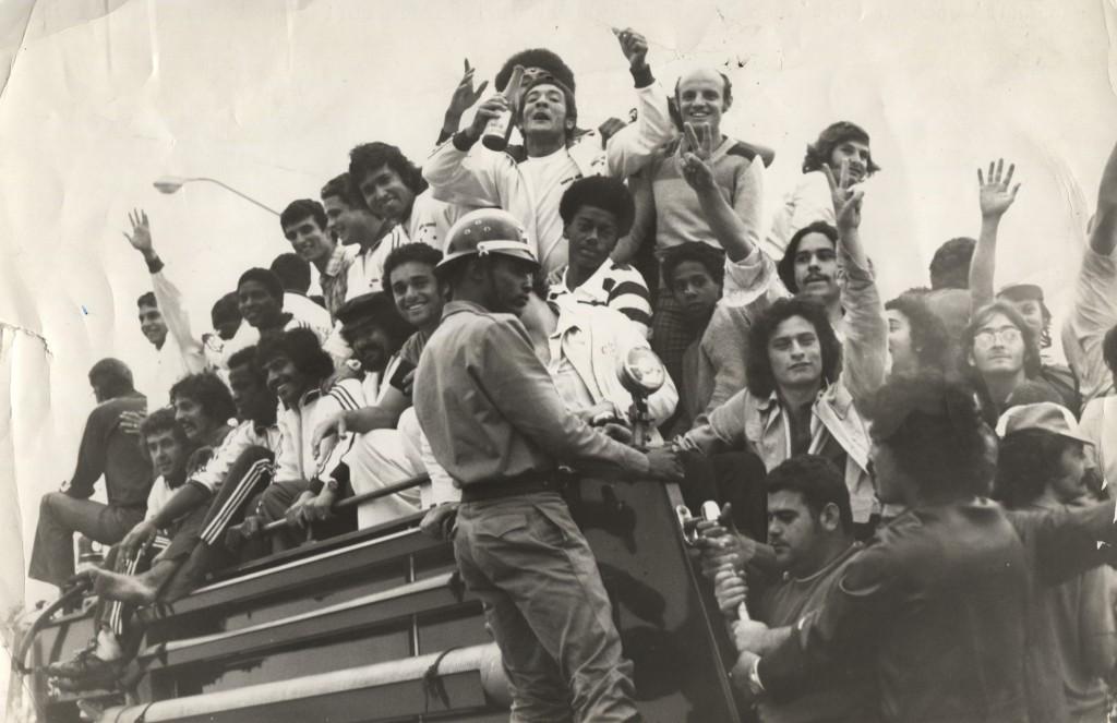 torcida do EC Santo André campeão 1975