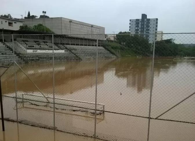 Estádio Comercial Tietê inundado