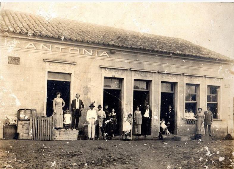 """largo do Ipiranguinha, onde ficava a """"Venda da Menotta Domenica DellAntonia"""", mãe de Pedro DellAntonia"""